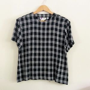 Vintage gingham t-shirt with button collar